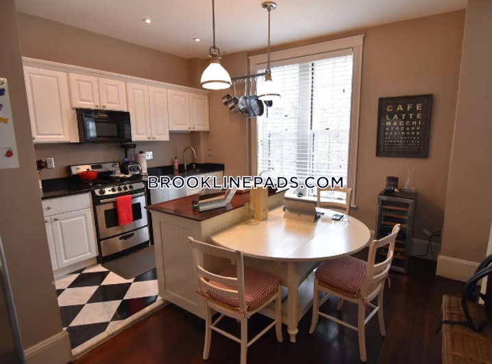 Brookline- Coolidge Corner - 2 Beds, 2 Baths - $4,000