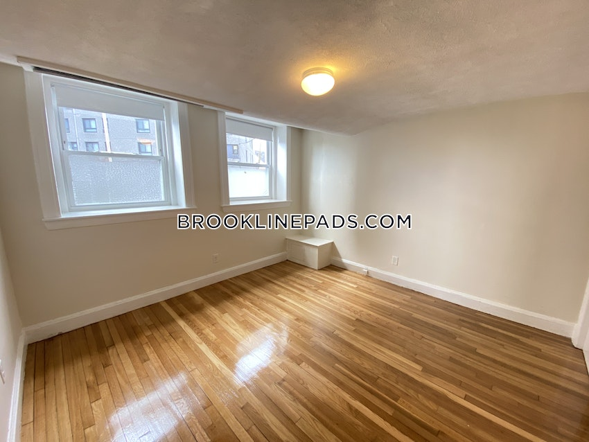 BROOKLINE- WASHINGTON SQUARE - 3 Beds, 2 Baths - Image 9