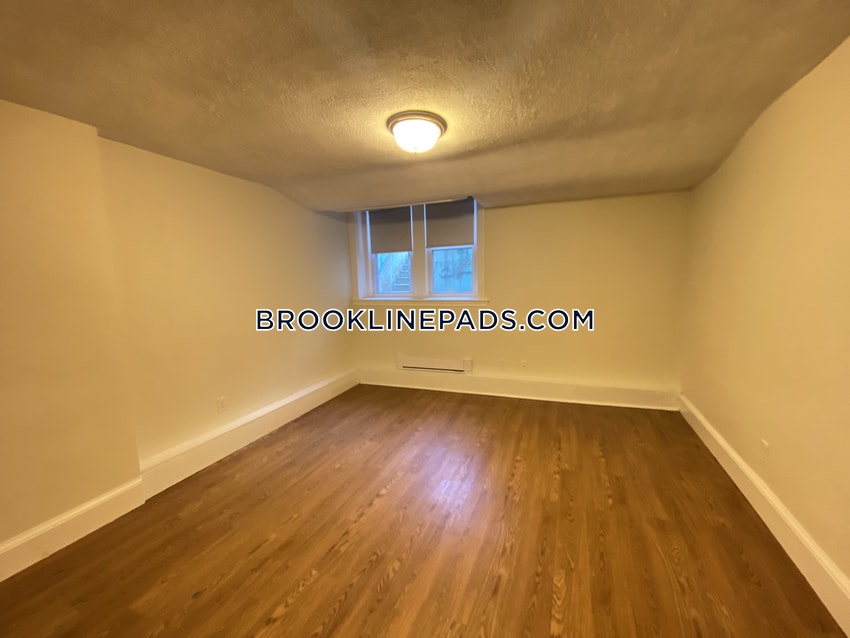 BROOKLINE- WASHINGTON SQUARE - 3 Beds, 2 Baths - Image 4