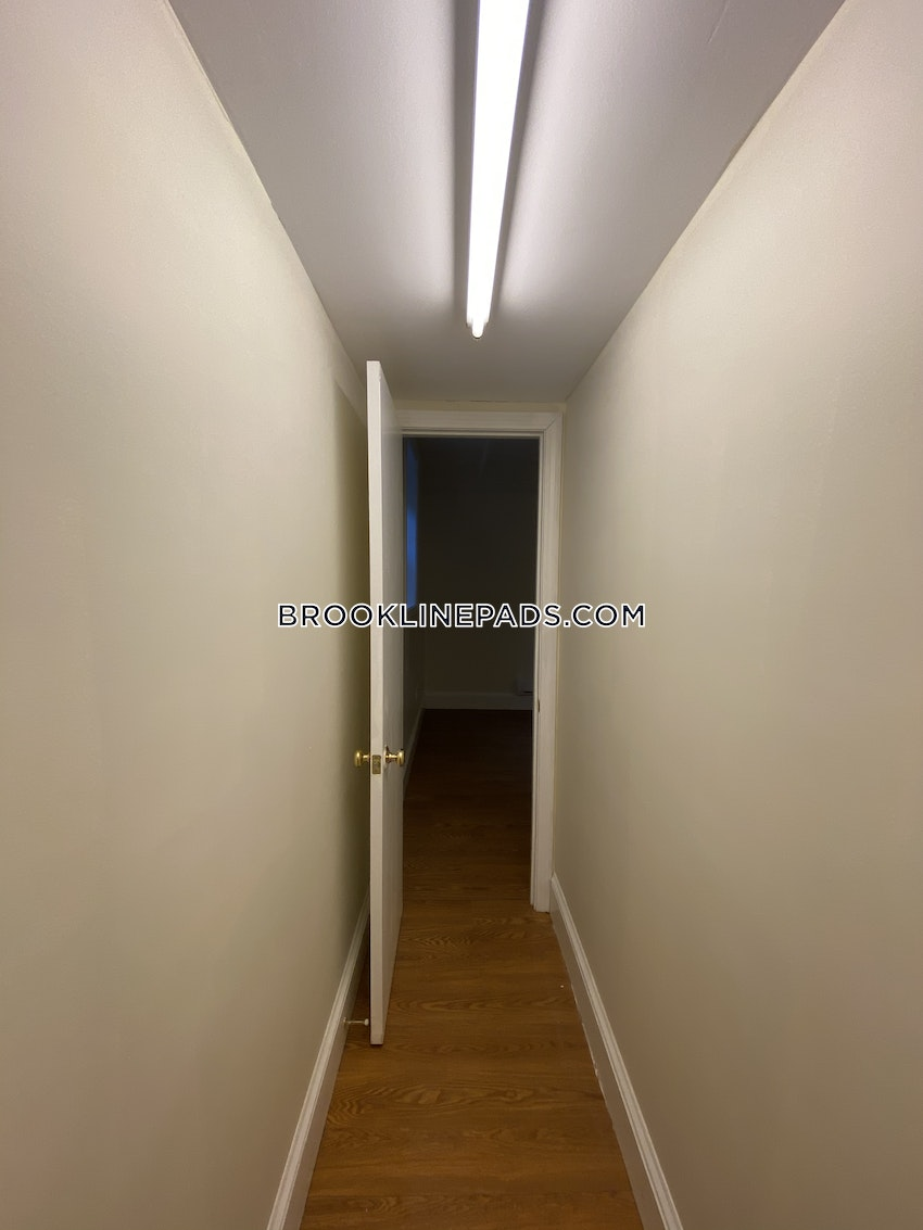 BROOKLINE- WASHINGTON SQUARE - 3 Beds, 2 Baths - Image 3