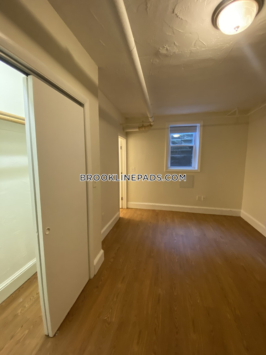 BROOKLINE- WASHINGTON SQUARE - 3 Beds, 2 Baths - Image 2
