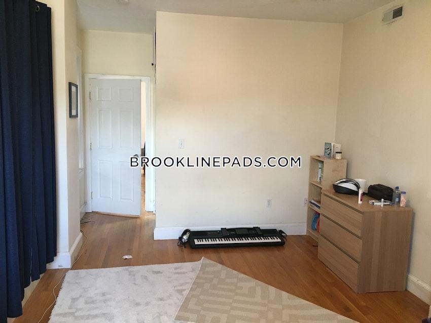BROOKLINE- WASHINGTON SQUARE - 4 Beds, 2 Baths - Image 8