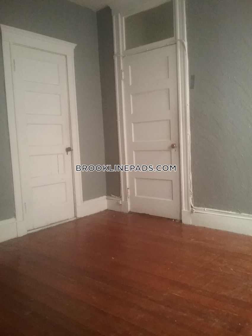 BROOKLINE- WASHINGTON SQUARE - 4 Beds, 1 Bath - Image 2