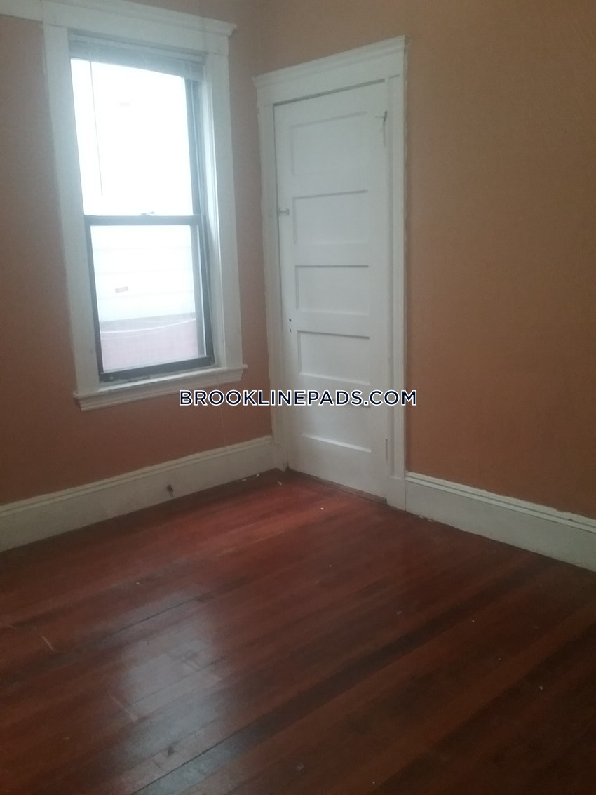 BROOKLINE- WASHINGTON SQUARE - 4 Beds, 1 Bath - Image 10