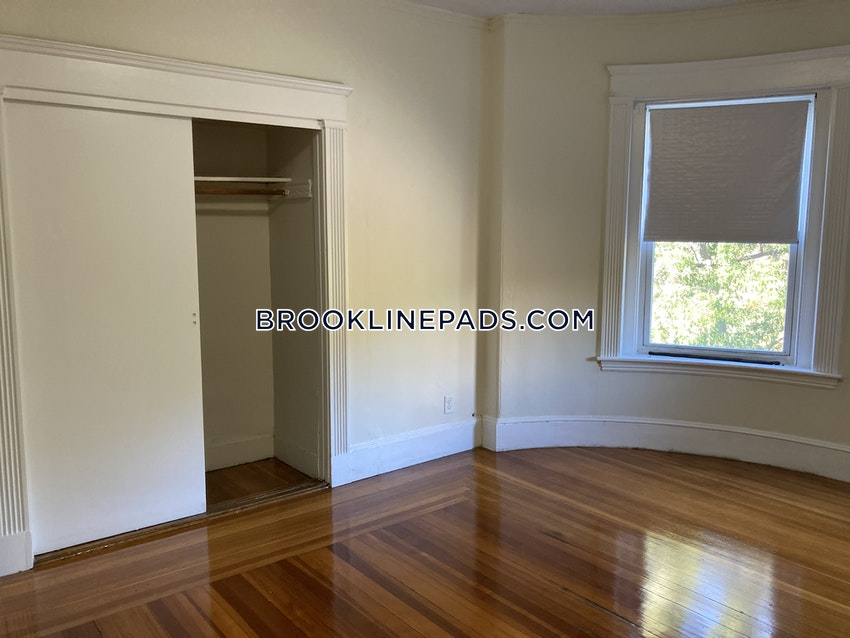 BROOKLINE- WASHINGTON SQUARE - 1 Bed, 1 Bath - Image 2