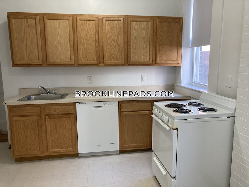 BROOKLINE- WASHINGTON SQUARE - 1 Bed, 1 Bath - Image 7