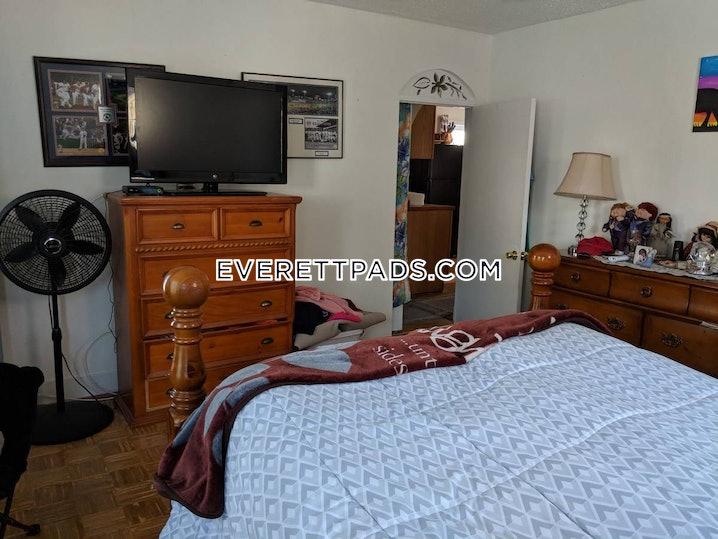 Everett - 5 Beds, 2 Baths - $3,200