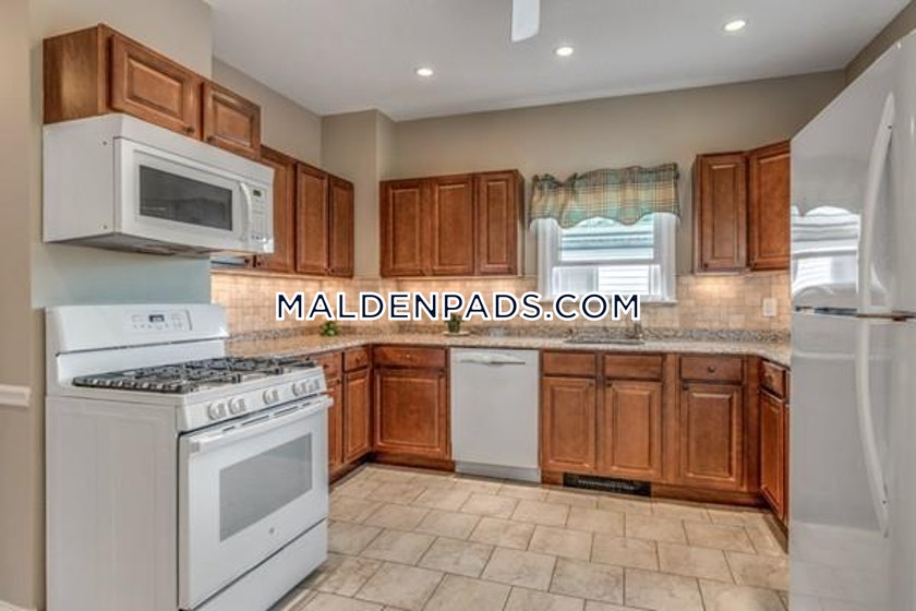 3 Bed Apartment For 2 700 Mo In Malden Boston Pads
