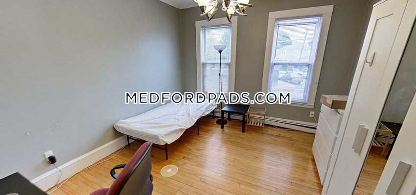 MEDFORD - TUFTS - 3 Beds, 2 Baths - Image 4