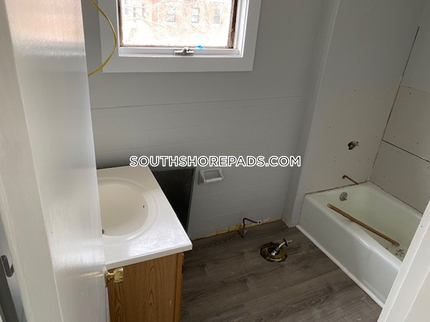 PLYMOUTH - 3 Beds, 1 Bath - Image 5
