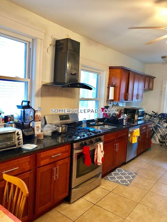 somerville-updated-3-bed-1-bath-on-raymond-ave-tufts-2850-528871