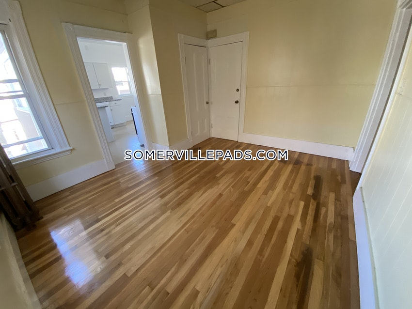 SOMERVILLE - WINTER HILL - 5 Beds, 1.5 Baths - Image 44