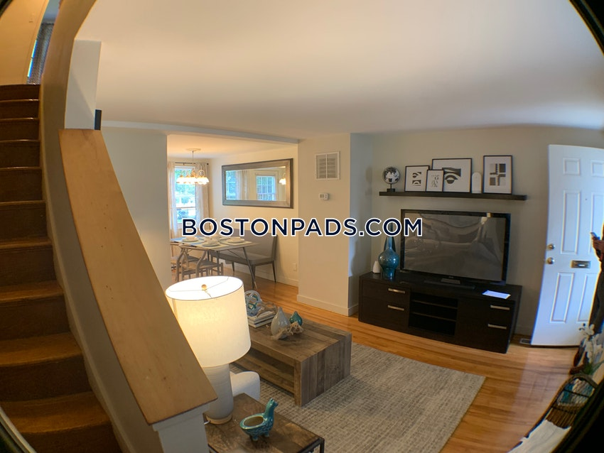 WALTHAM - 2 Beds, 1 Bath - Image 3