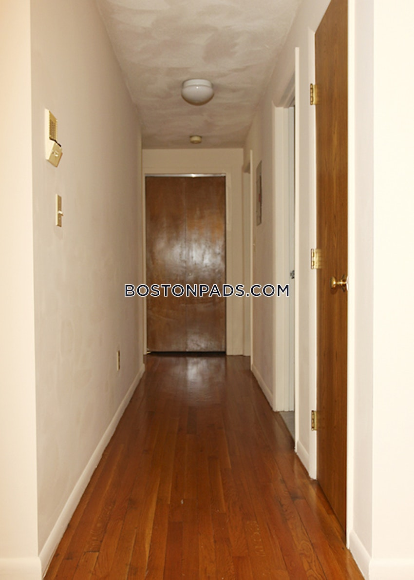 WALTHAM - 2 Beds, 1 Bath - Image 11