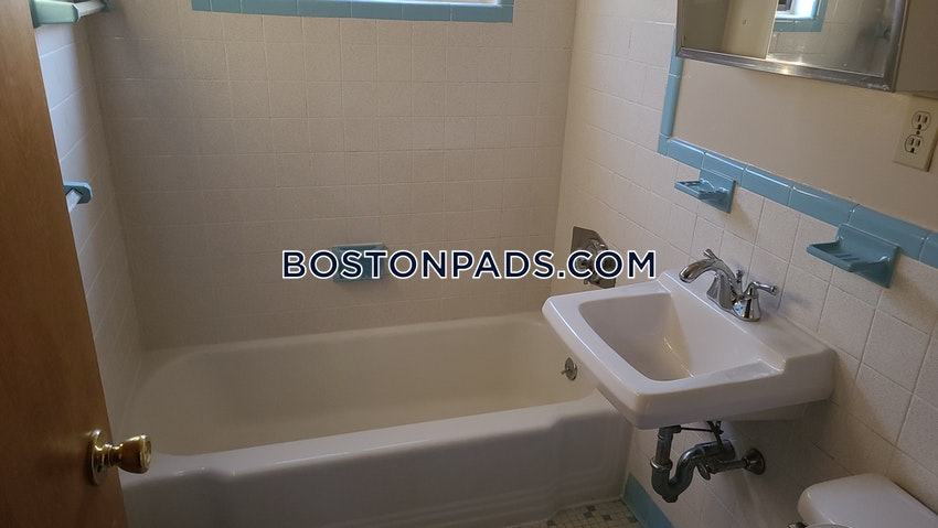WALTHAM - 2 Beds, 1 Bath - Image 15
